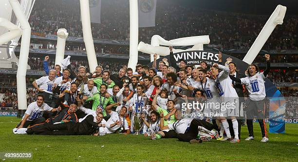 Real Madrid celebrate with the Champions League trophy after the UEFA Champions League Final between Real Madrid and Atletico de Madrid at Estadio da...