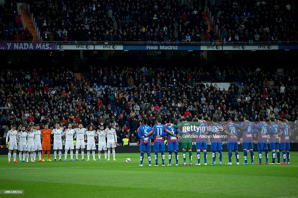 Real Madrid CF (L) and Levante UD (R) teams observe a one minute's silence in memory of ex Real Madrid goalkeeper Antonio Betancort prior to start the La Liga match between Real Madrid CF and Levante UD at Estadio Santiago Bernabeu on March 15, 2015 in Madrid, Spain.