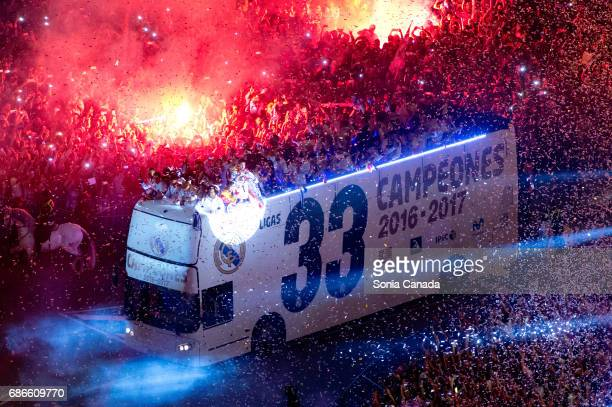Real Madrid CF celebrates at Cibeles square after winning the La liga title on May 21 2017 in Madrid Spain Real earlier beat Malaga 20 in Malaga to...