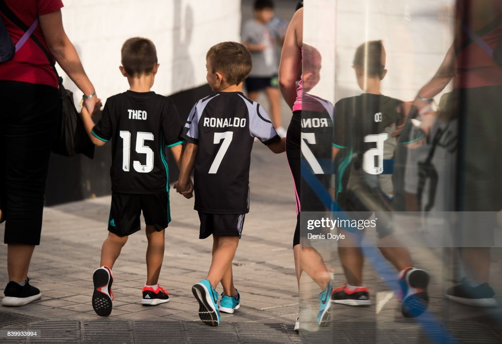Real Madrid CF fans arrive at the Santiago Bernabeu stadium ahead of the La Liga match between Real Madrid CF and Valencia CF at Estadio Santiago Bernabeu on August 27, 2017 in Madrid, Spain .