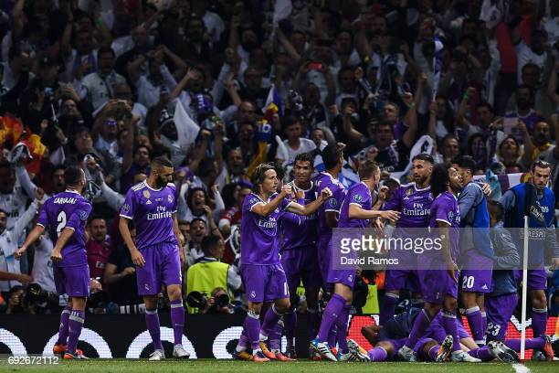 Real Madrid CF players celebrate after Carlos Enrique Casimiro of Real Madrid CF scored his team's second goal during the UEFA Champions League Final...