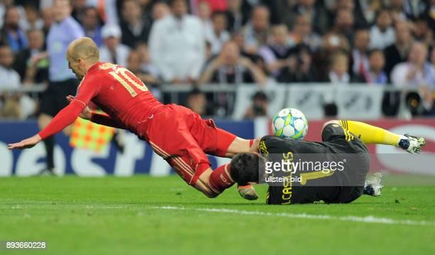 FUSSBALL CHAMPIONS Real Madrid FC Bayern Muenchen Arjen Robben gegen Iker Casillas