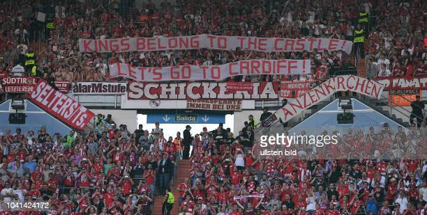 Real Madrid FC Bayern Muenchen FC Bayern Fans im Gaestefaenblock des Santiago Bernabeu Stadion mit einem Banner Kings belong to the castle Let s do...