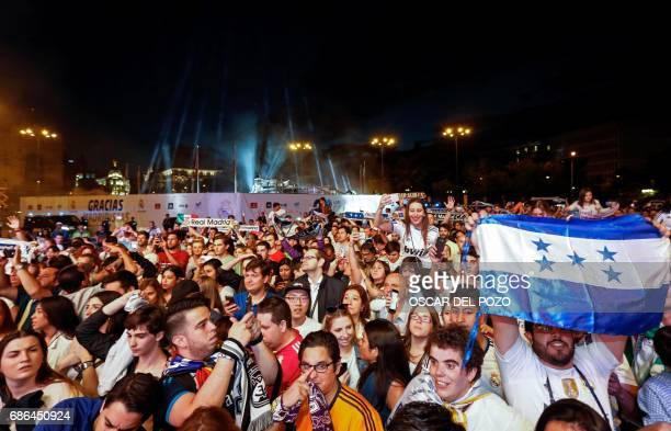 Real Madrid football team fans celebrate the team's win on Plaza Cibeles in Madrid on May 21 2017 after the Sparish league football match Malaga CF...