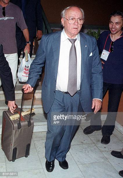 Real Madrid former player Alfredo Di Stefano arrives in Cairo 03 August 2001 Di Stefano will attend 04 August 2001 the Real Madrid friendly game with...