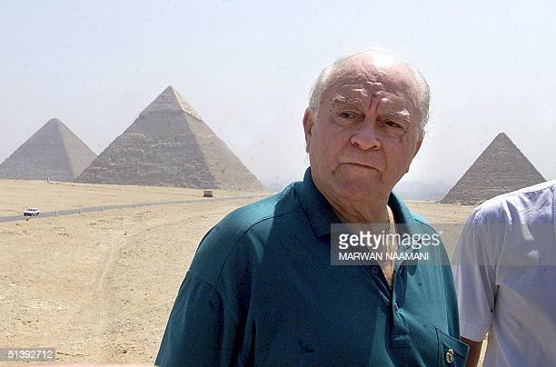 Real Madrid former player Alfredo Di Stefano poses for a picture in front of Egypt's Giza pyramids south of Cairo 04 August 2001. Di Stefano, one of...