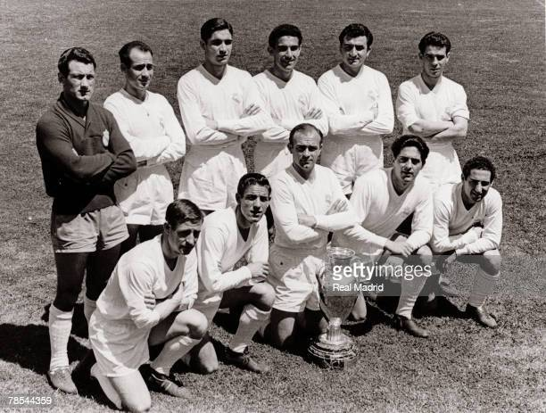 Real Madrid line up before the Champions League Final football match against Fiorentina at the stadium Santiago Bernabeu on May 30 1957 in Madrid...