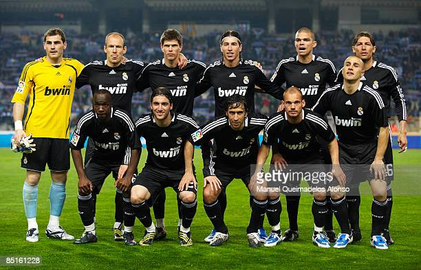 Real Madrid line up for the La Liga match between Espanyol and Real Madrid at the Montjuic Olympic Stadium on February 28 2009 in Barcelona SpainReal...