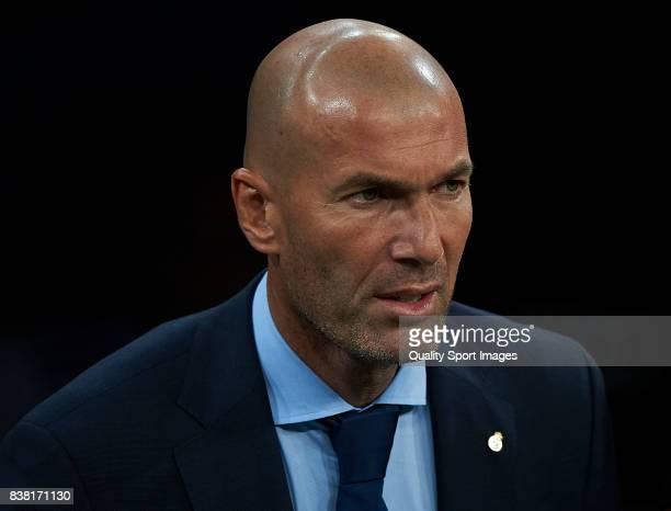 Real Madrid manager Zinedine Zidane looks on prior the Trofeo Santiago Bernabeu match between Real Madrid and ACF Fiorentina at Estadio Santiago...