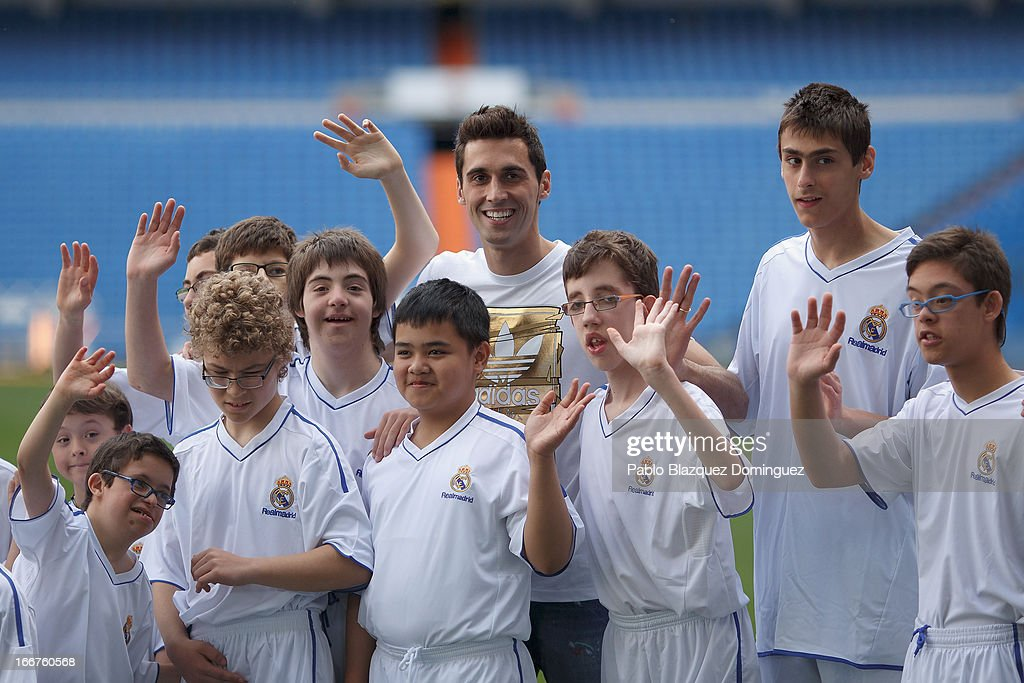 Alvaro Arbeloa Attends Training With Students of The Real Madrid Foundation's Football School : ニュース写真
