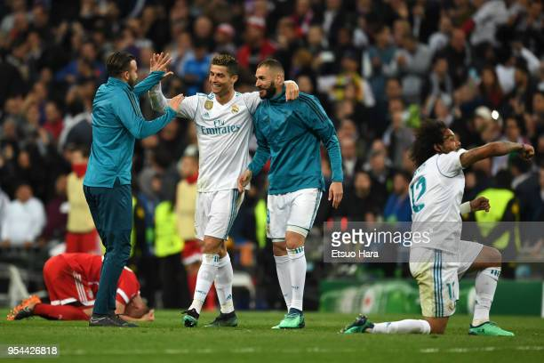 Real Madrid players celebrate after the UEFA Champions League Semi Final Second Leg match between Real Madrid and Bayern Muenchen at the Bernabeu on...