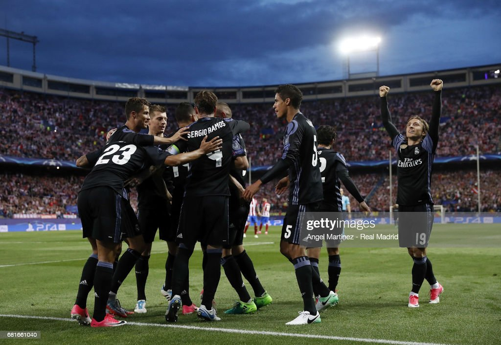 Real Madrid players celebrate their team's first goal during the UEFA Champions League Semi Final second leg match between Club Atletico de Madrid and Real Madrid CF at Vicente Calderon Stadium on May 10, 2017 in Madrid, Spain.