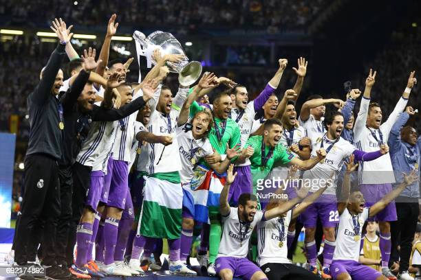 Real Madrid players celebrating with the trophy the UEFA Champions League Final between Juventus and Real Madrid at National Stadium of Wales on June...