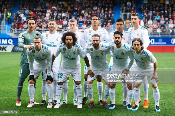 Real Madrid players line up for a team photo prior to the start of the La Liga match between SD Eibar and Real Madrid at Ipurua Municipal Stadium on...