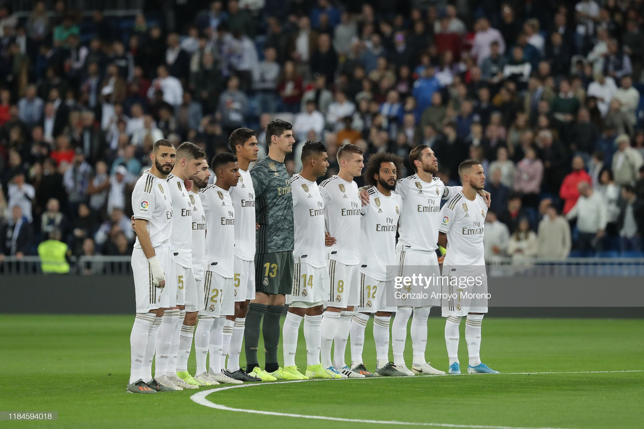 Hilo del Real Madrid - Página 3 Real-madrid-players-observe-one-minute-of-silence-in-honor-of-ex-real-picture-id1184594018?s=2048x2048