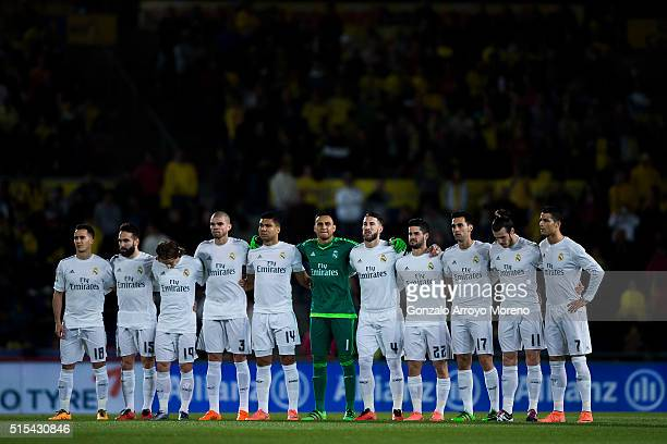 Real Madrid players observe one minute of silence in honor of ex UD Las Palmas player Gregorio de la Torre prior to start the La Liga match between...