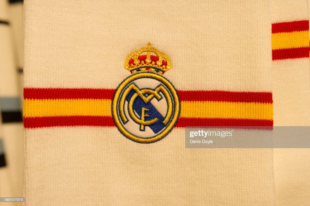 Fans Prepare For The All-Madrid UEFA Champions League Final : Photo d'actualité