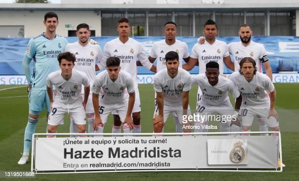 Real Madrid squad pose for a photo during the La Liga Santander match between Real Madrid and Villarreal CF at Estadio Santiago Bernabeu on May 22,...