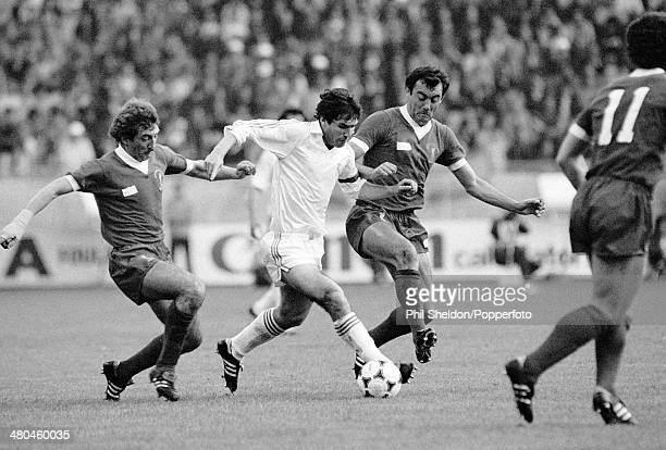 Real Madrid striker Carlos Santillana moves betwen Liverpool defenders Alan Kennedy and Ray Kennedy during the European Cup Final between Real Madrid...