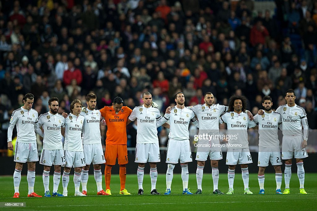 Real Madrid team observe a one minute's silence in memory of ex Real Madrid goalkeeper Antonio Betancort prior to start the La Liga match between Real Madrid CF and Levante UD at Estadio Santiago Bernabeu on March 15, 2015 in Madrid, Spain.