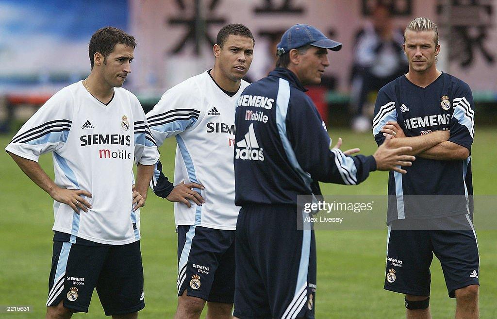 Raul, Ronaldo and David Beckham listen to Carlos Quieroz : News Photo