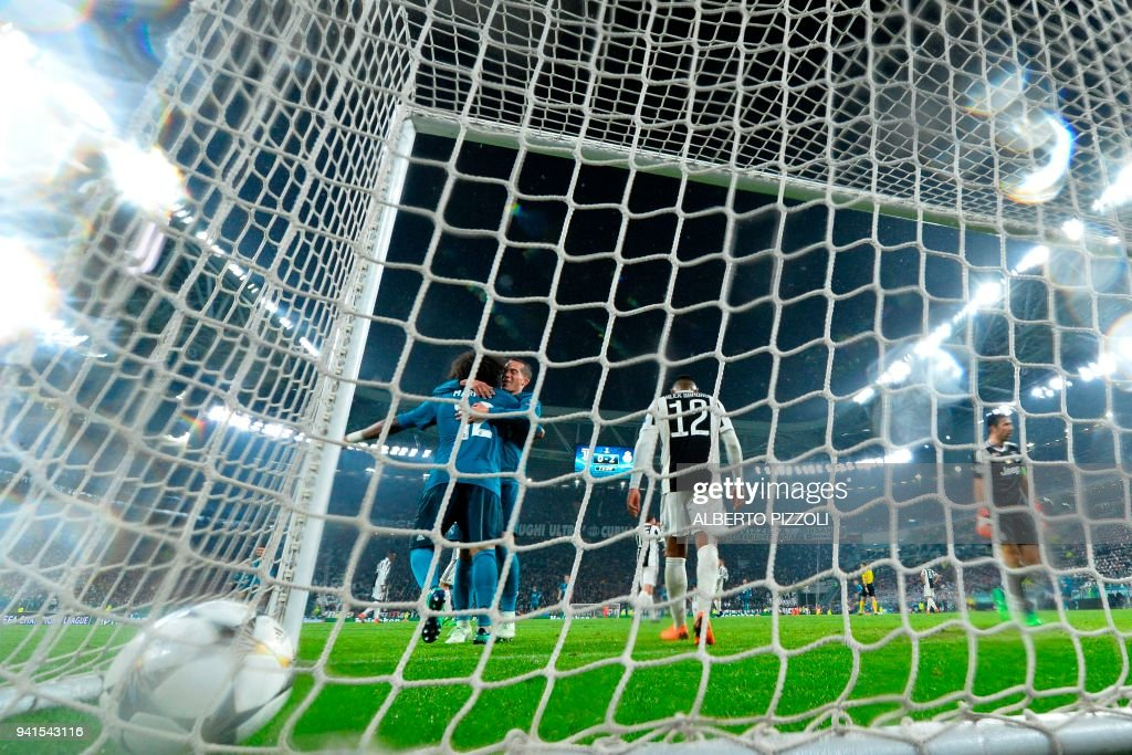 Real Madrid's Brazilian defender Marcelo (L) celebrates after scoring during the UEFA Champions League quarter-final first leg football match between Juventus and Real Madrid at the Allianz Stadium in Turin on April 3, 2018. / AFP PHOTO / Alberto PIZZOLI