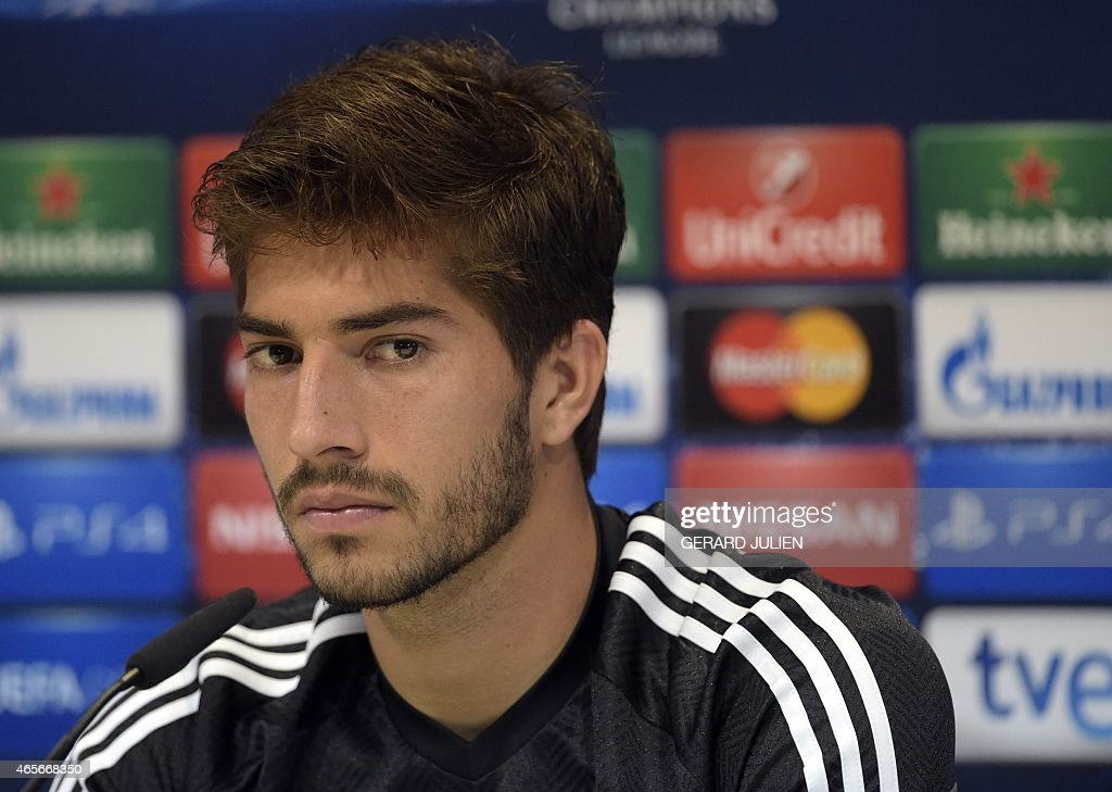 FBL-EUR-C1-REALMADRID-PRESSER : News Photo