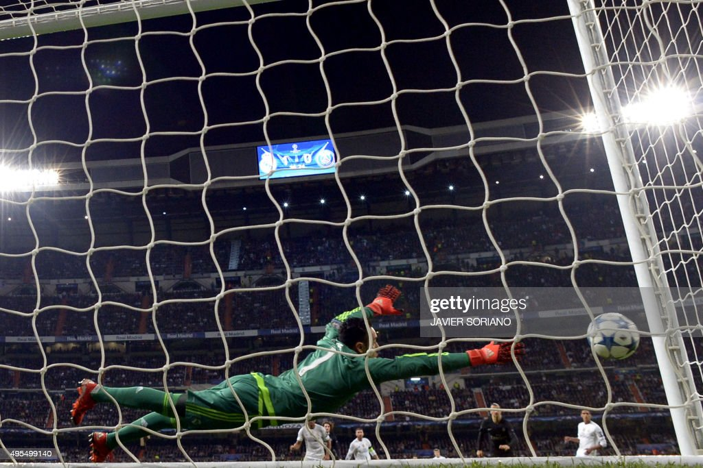 Real Madrid's Costa Rican goalkeeper Keylor Navas tries to stop a ball during the UEFA Champions League football match Real Madrid CF vs Paris Saint-Germain (PSG) at the Santiago Bernabeu stadium in Madrid on November 3, 2015. AFP PHOTO / JAVIER SORIANO