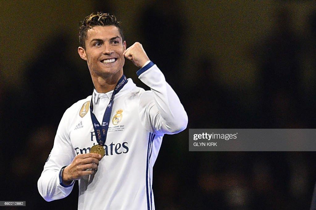 FBL-EUR-C1-JUVENTUS-REAL MADRID-TROPHY : News Photo