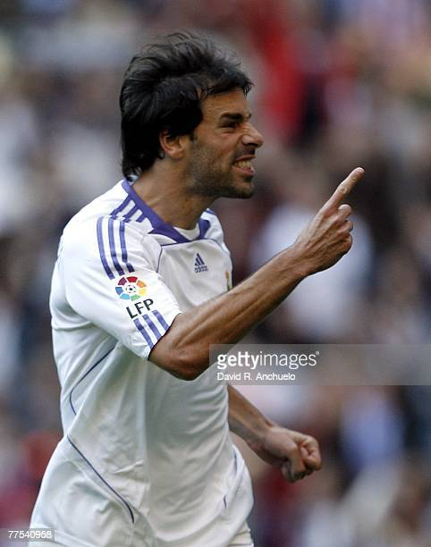 dfacc834573 Real Madrid s Dutch Ruud van Nistelrooy celebrates his goal during the La  Liga match between Real