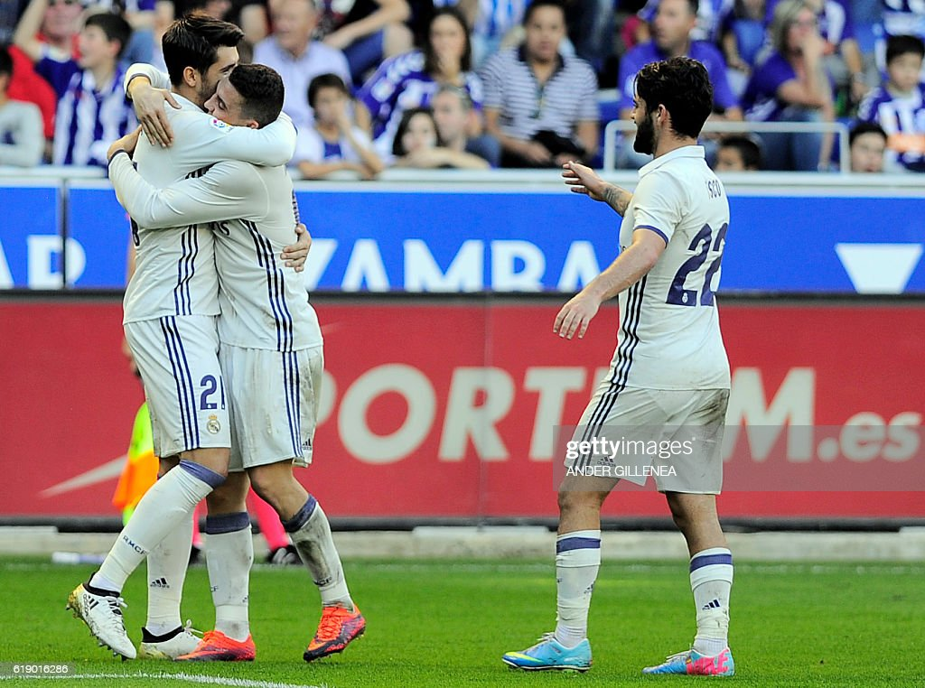 Real Madrid's forward Alvaro Morata (L) is congtatulated by teammate Croatian midfielder Mateo Kovacic (2nd L) after scoring his team's third goal during the Spanish league football match between Deportivo Alaves and Real Madrid CF at the Mendizorroza stadium in Vitoria on October 29, 2016. / AFP / ANDER