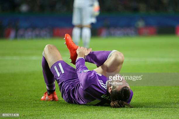 Real Madrid's forward Gareth Bale gets injury during the UEFA Champions League Group F football match Sporting CP vs Real Madrid at the Alvalade...