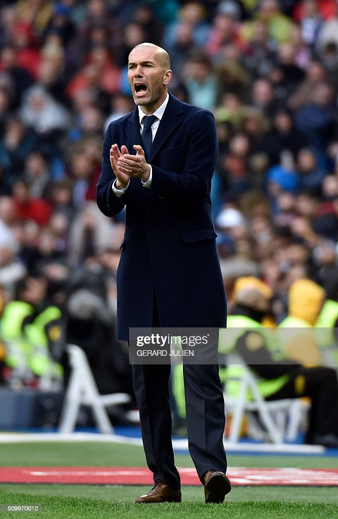 Real Madrid's French coach Zinedine Zidane applauds during the Spanish league football match Real Madrid CF vs Athletic Club Bilbao at the Santiago Bernabeu stadium in Madrid on February 13, 2016. / AFP / GERARD