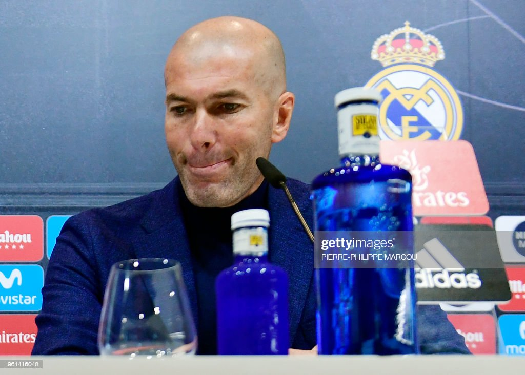 TOPSHOT - Real Madrid's French coach Zinedine Zidane gives a press conference to announce his resignation in Madrid on May 31, 2018. - Real Madrid coach Zinedine Zidane said today he was leaving the Spanish giants, just days after winning the Champions League for the third year in a row.