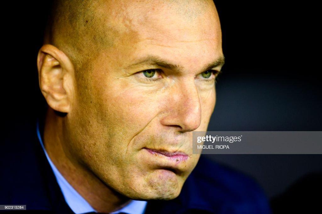 Real Madrid's French coach Zinedine Zidane reacts during the Spanish league football match Celta de Vigo vs Real Madrid at the Balaidos stadium in Vigo on January 7, 2018. /