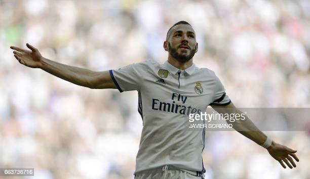 TOPSHOT Real Madrid's French forward Karim Benzema celebrates a goal during the Spanish league football match Real Madrid CF vs Deportivo Alaves at...