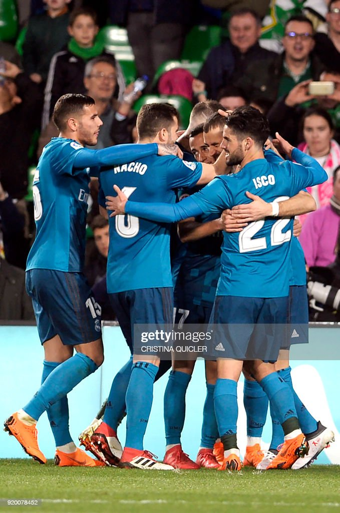 Real Madrid's French forward Karim Benzema (2R) celebrates a goal with teammates during the Spanish Liga football match Real Betis vs Real Madrid at the Benito Villamarin stadium in Sevilla on February 18, 2018. / AFP PHOTO / Cristina Quicler