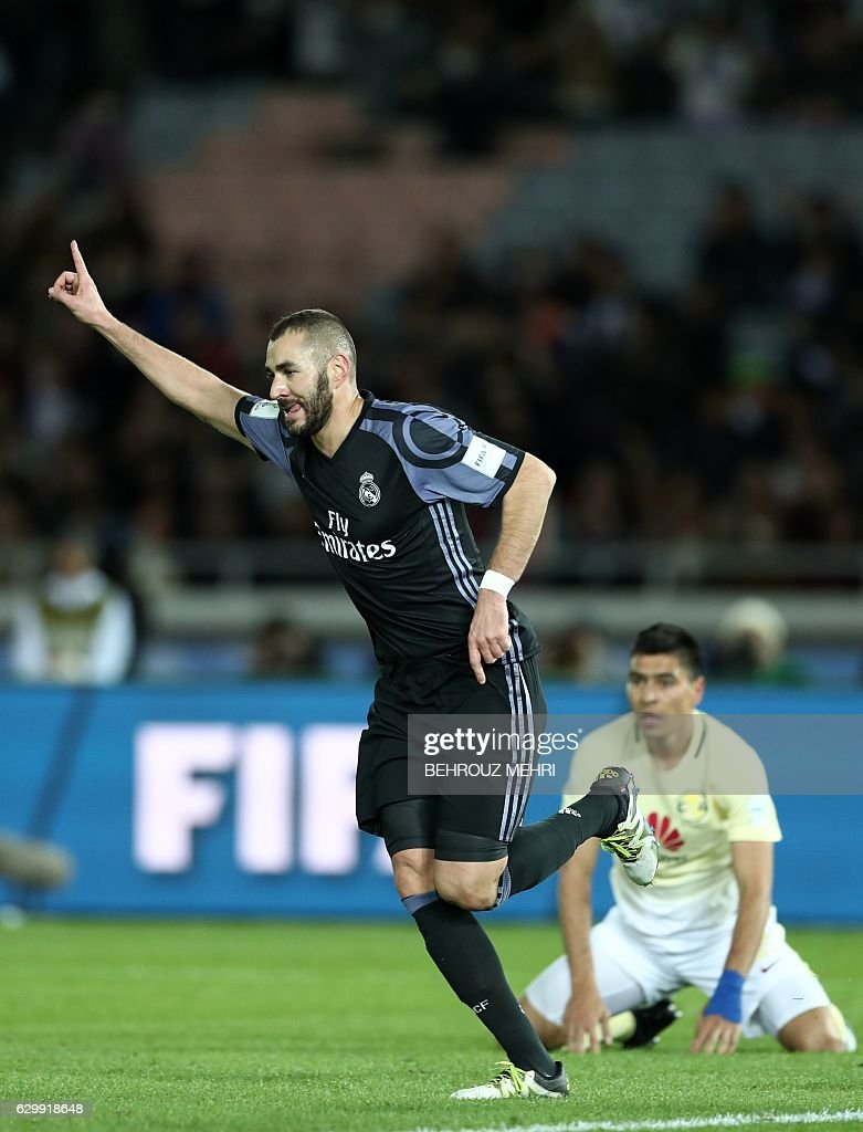 Real Madrid's French forward Karim Benzema celebrates after scoring a goal as Club America's defender Paolo Goltz (R) looks on during the Club World Cup semi-final football match between Club America of Mexico and Real Madrid of Spain at Yokohama International stadium in Yokohama on December 15, 2016. / AFP / Behrouz MEHRI