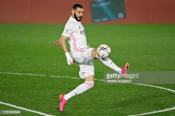 Real Madrid's French forward Karim Benzema controls the ball during the Spanish League football match between Real Madrid and Osasuna at the Alfredo...