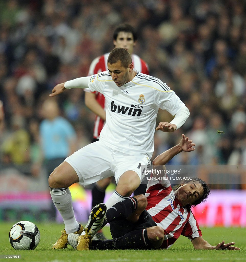 Real Madrid's French forward Karim Benzema (L) vies with Athletic Bilbao's defender Mikel San Jose during their Spanish League football match at Santiago Bernabeu stadium in Madrid on May 8, 2010.