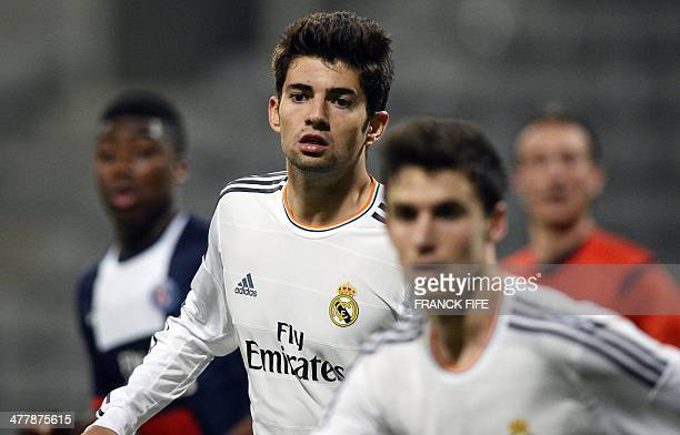 Real Madrid's French midfielder Enzo Zidane the 18yearold son of French football legend Zinedine Zidane runs during the UEFA Youth League...