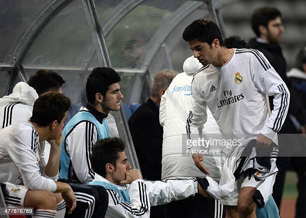 Real Madrid's French midfielder Enzo Zidane the 18yearold son of French football legend Zinedine Zidane speaks with teammates after leaving the pitch...