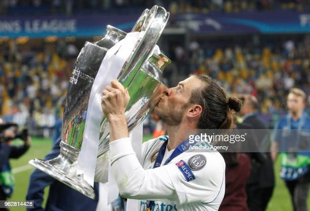 Real Madrid's Gareth Bale kisses the trophy after winning the UEFA Champions League final football match against Liverpool FC at the Olimpiyskiy...