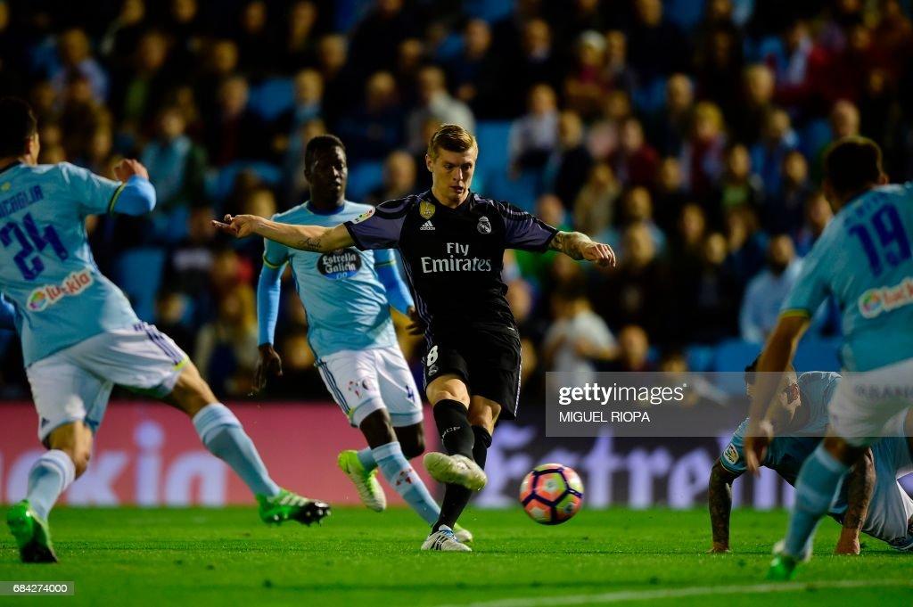 Real Madrid's German midfielder Toni Kroos kicks to score their fourth goal during the Spanish league football match RC Celta de Vigo vs Real Madrid CF at the Balaidos stadium in Vigo on May 17, 2017. /