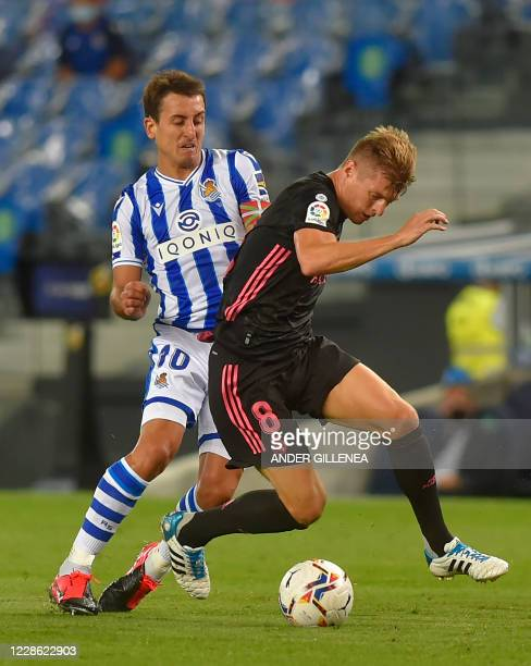 Real Madrid's German midfielder Toni Kroos vies with Real Sociedad's Spanish forward Mikel Oyarzabal during the Spanish league football match between...
