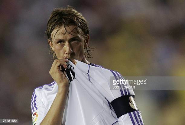 Real Madrid's Guti celebrates his goal against Villarreal during a Spanish league match at the madrigal stadium in Villarreal, 02 September 2007. AFP...