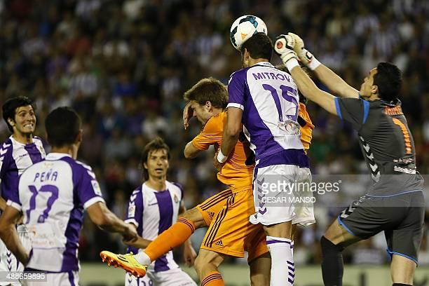 Real Madrid's midfielder Asier Illarramendi vies with Valladolid's Serbian defender Stefan Mitrovic and Valladolid's goalkeeper Jaime Jimenez during...
