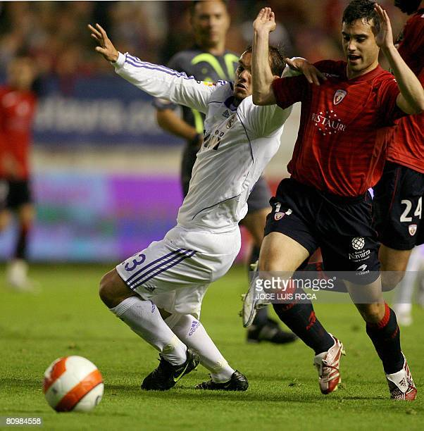 Real Madrids player Sneijder vies with Osasunas player Javier Flano during their Spanish League match at the Reyno de Navarra stadium in Pamplona on...