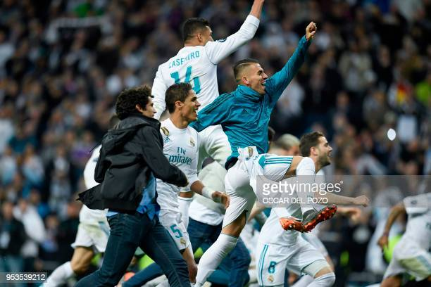 TOPSHOT Real Madrid's players celebrate at the end of the UEFA Champions League semifinal second leg football match between Real Madrid and Bayern...