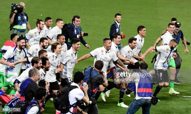 TOPSHOT Real Madrid's players celebrate winning the Liga title after the Spanish league football match Malaga CF vs Real Madrid CF at La Rosaleda...
